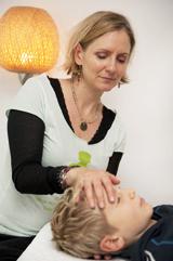 En tensegrity-behandling forløser traumer efter fald, ulykker, chok og piskesmæld. Og løsner spændinger i musklerne og led.